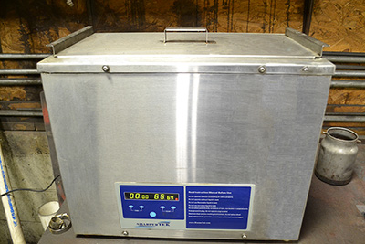 Ultrasonic cleaner for carburetors and small parts.